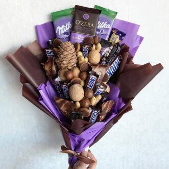 Букет из конфет и орехов