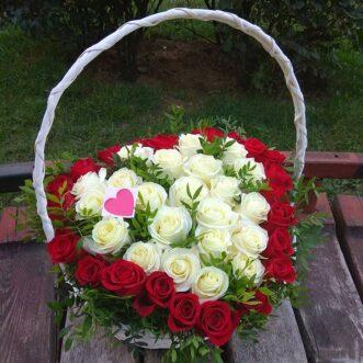Корзина из 43 роз форме сердца