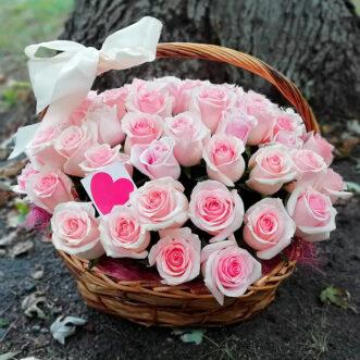 Корзина из 61 нежно-розовой розы