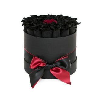 1 красная и черные розы в шляпной коробке