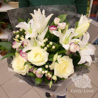 Букет из белый лилий и роз