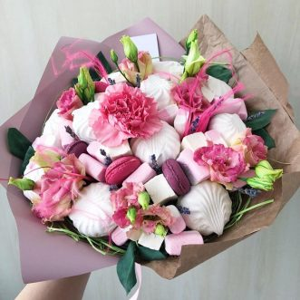 Букет из зефира и розовой эустомы