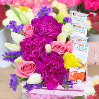 Kinder, гвоздика и тюльпаны в коробке