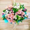 Букет из кустовых хризантем, эустом и альстромерий