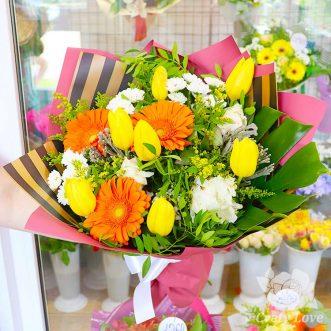 Букет из тюльпанов, пионов и гербер