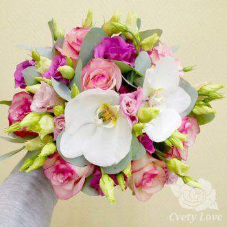 Букет невесты из роз, эустом и орхидей