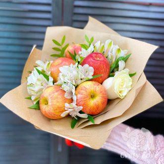 Букет из яблок и цветов